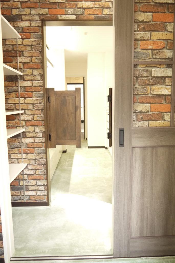 玄関からキッチン